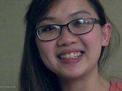 Netter Große Brüste asiatische eine Freundin fngers in glasses