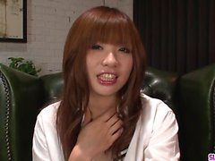 Teen Mami Yuuki jizzed i ansiktet efter allvarlig avsugning