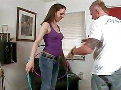 D'ann de Parker montre son clitoris l'OCDP qu'elle rides cock bras et jambes étendus