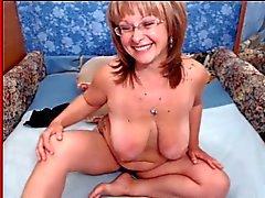 Granny med stora tuttar