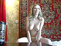 Aroused Ryssland hussy i stora kropp sucks mina hårda kuk
