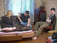 Rysk mamma med två pojkar 1