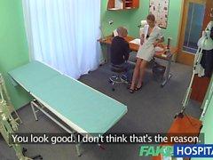 FakeHospital chaud l'infirmière séduit et baise vieux copain de collège