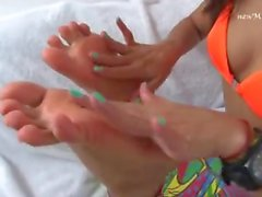 lola melo feet worship