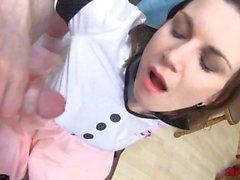 Valerie Voxx pompa sperma caldo sul viso