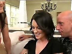 Leggy och sexig Audreys övertygade henne att tvekar hubby Bevilja av