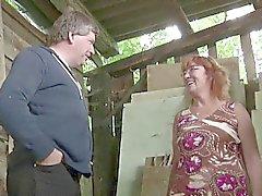 Saksalaisen Milf Äiti ja isä Vittu Outdoor Maatilalla