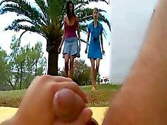 İki kız Beata ve Mia beni yeme