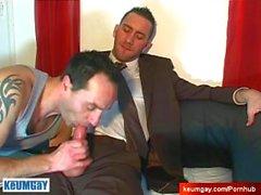 Full video on : A nice syyttömiä myyjä palveluilla hänen iso cock kaveri