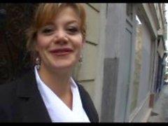 Marylin en vacker fransk mogen analfucked i strumpor