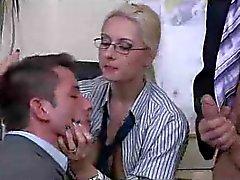 Der Chefdame eine bisexuellen Dreier
