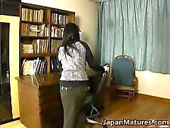 Japanse MILF geniet masturbatie part2