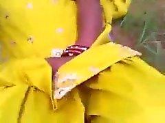 Индийская Punjabi девочка выебанная в открытых месторождений в Амритсар
