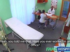 FakeHospital infirmière débutante sexy de aime travailler