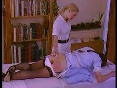Hausse de la température - infirmières coquines obtiennent fessées dur