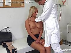 Fantaisie Nikky ne peut pas vivre sans son médecin excité