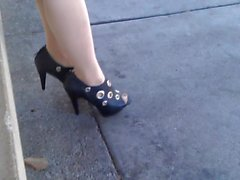 Public Pantyhose Foot tease (Pt. 1)