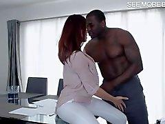 Große Brüste Babe von dicken schwarzen Prügel gefickt fickte