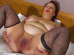 plumper mature in bed