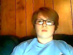 Jong mollig meisje masturbeert op webcam