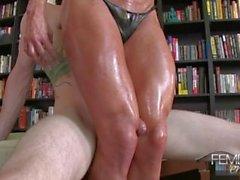 Ashlee: Slave fucks muscular legs