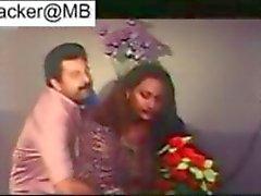 Clássico do a pornografia de Mallu da Índia de peça Rathri de 2 mamas aunty hot