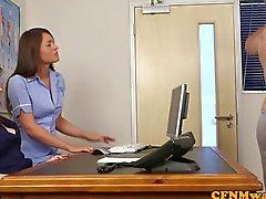 De CFNM une infirmière Nadia Elainas patiente Cums