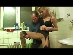 Zorra alemana follada en al baño