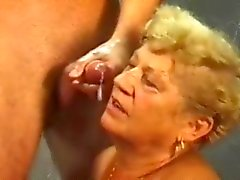 Бабушка а молодая крана