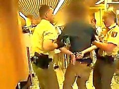 Arsch Junge Polizistin hat einen geilen - caldo asino Polizia