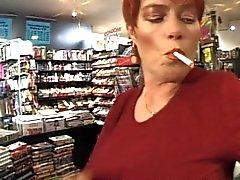 Redhead - korthår MILF Smoking - fetisch - Knulla