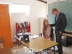 SpyFam lärare styvdotter Nina Skye förför stepdad huvud