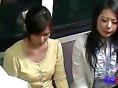 Ehefrau Hart threesome vom Treiber gefickt bei Busspan- 1