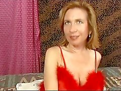Karvainen Big huulinen MILF Sabrina Ann Gets ajellaan perseeseen