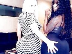 Tanya Lieder och några slumpmässiga Ebony visning av sin varma kropp