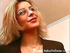 Итальянский офис-менеджер становится своих мальчиков по для некоторого горячим гребаный
