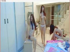 Три китайские девушки