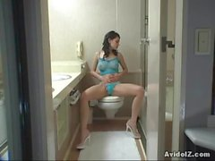 Sexy Maria Ozawa toilet masturbation session