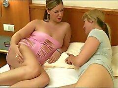 2 Freunde bei 2 Hotelnutten zu Besuch
