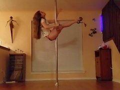 Striptease à pole dance - La bande la plus sensuelle par une femme - Amateur