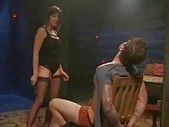 Maitresse Madeline alay ve sıcak Slaveboy yalanladı