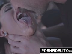 PORNFIDELITY Big Cock und Hard Fuck Cheer Up Traurige Lily Lane