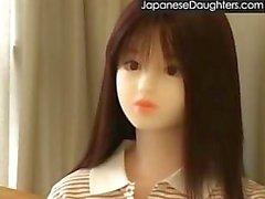 Nuori japanilainen tytär munaa stepdad