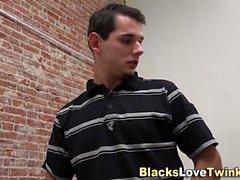 Teen siyah çubuk tarafından jizzed