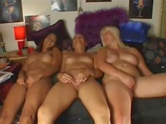 3 super hot girls masturbation on cam together