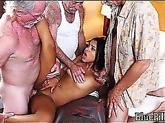 Секс горничных со стариками видео онлайн