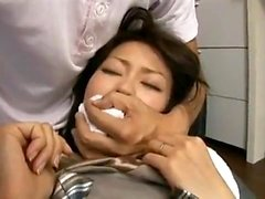 Cabeludo asiático namorada brinca