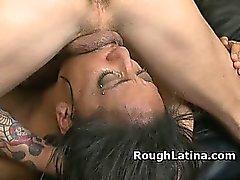 Latina получает ее собственный Spit растертых Возврат в ее горло