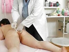 Mature cunny examined by the Gynecologist