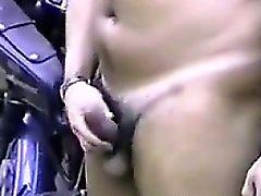 Officer streichelte seinen Schwanz